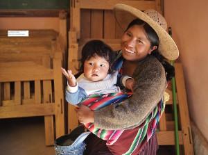 """""""Por cuidar a los becados me pagan y con eso puedo mantener a mi familia."""" Cristina Condori, Comunidad de Capunita"""