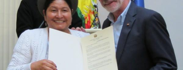 Foto4-DeclaracionCamaral+SenadoraRogriguez+GSH